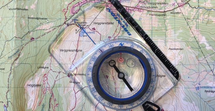 Karta och kompass ska alltid finns på din packlista inför fjällvandringen
